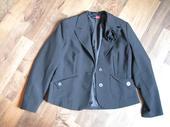 čierne sako, 37