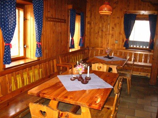 Přípravy zpětně:-) - Podle výzdoby restaurace jsem vybrala barvy svatby - Modro oranžová