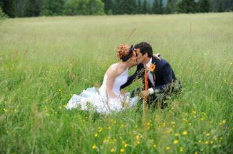 Pusinka v trávě