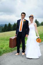 Ženich si oblíbil kufr:-)
