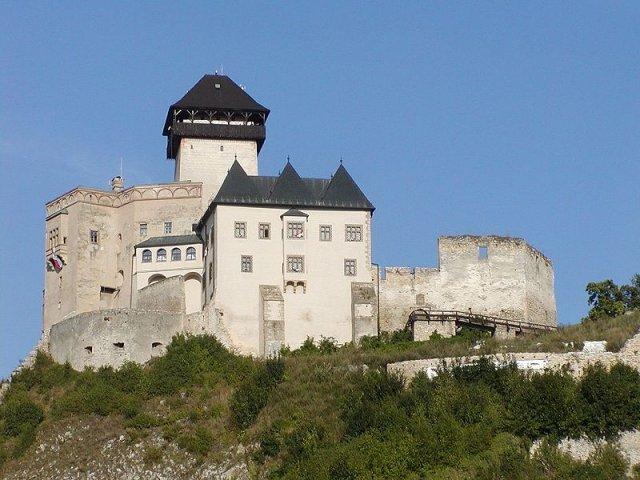 Slniečko a Bubák - fotiť sa budeme na nádvorí Trenčianskeho hradu...