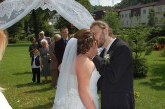 polibek se vydařil, byl tak dlouhý, že ho chytli šichni fotografové, někdy i dvakrát
