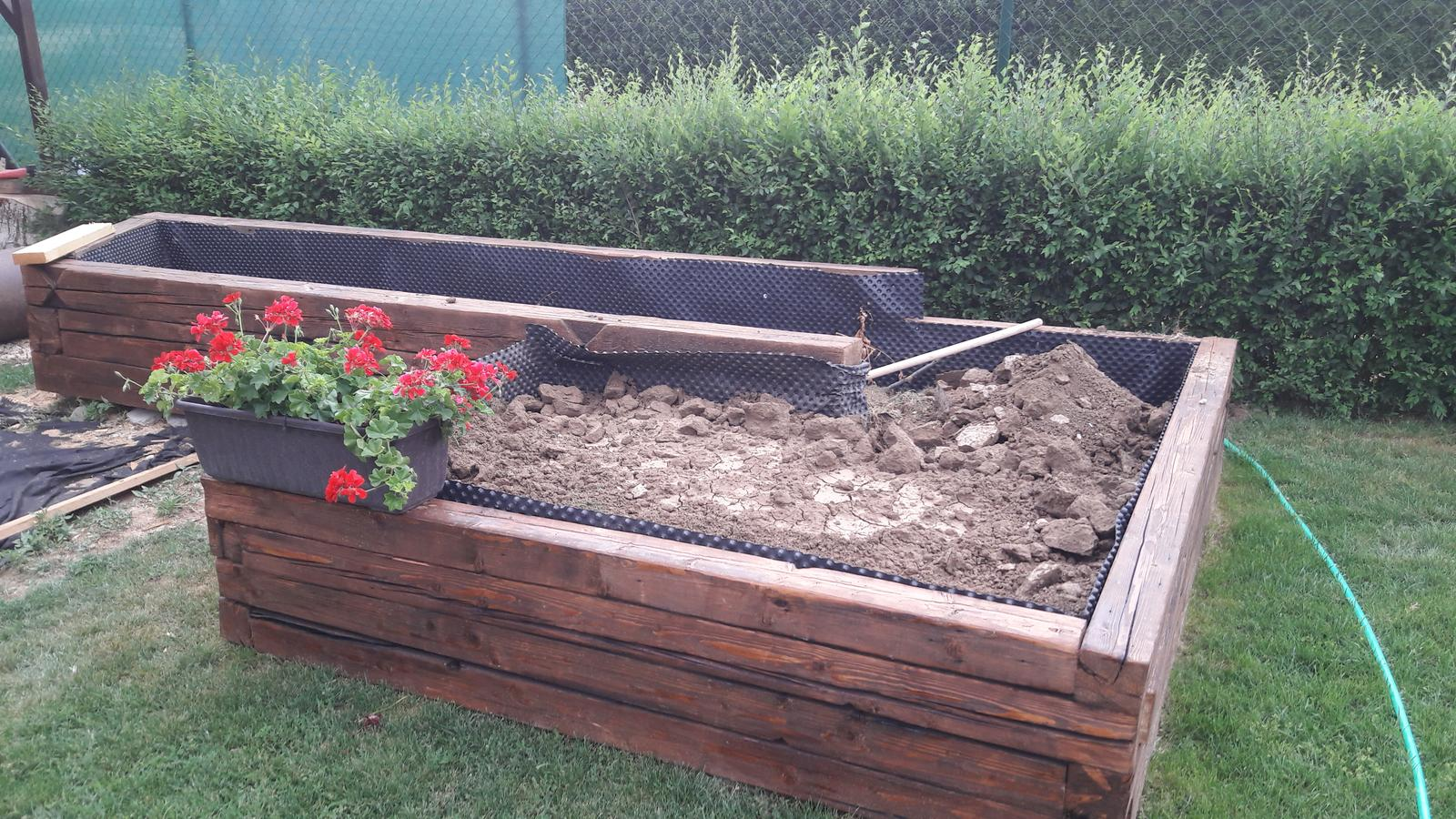 Náš domov :) - Chystanie záhradky zeleninovej😉