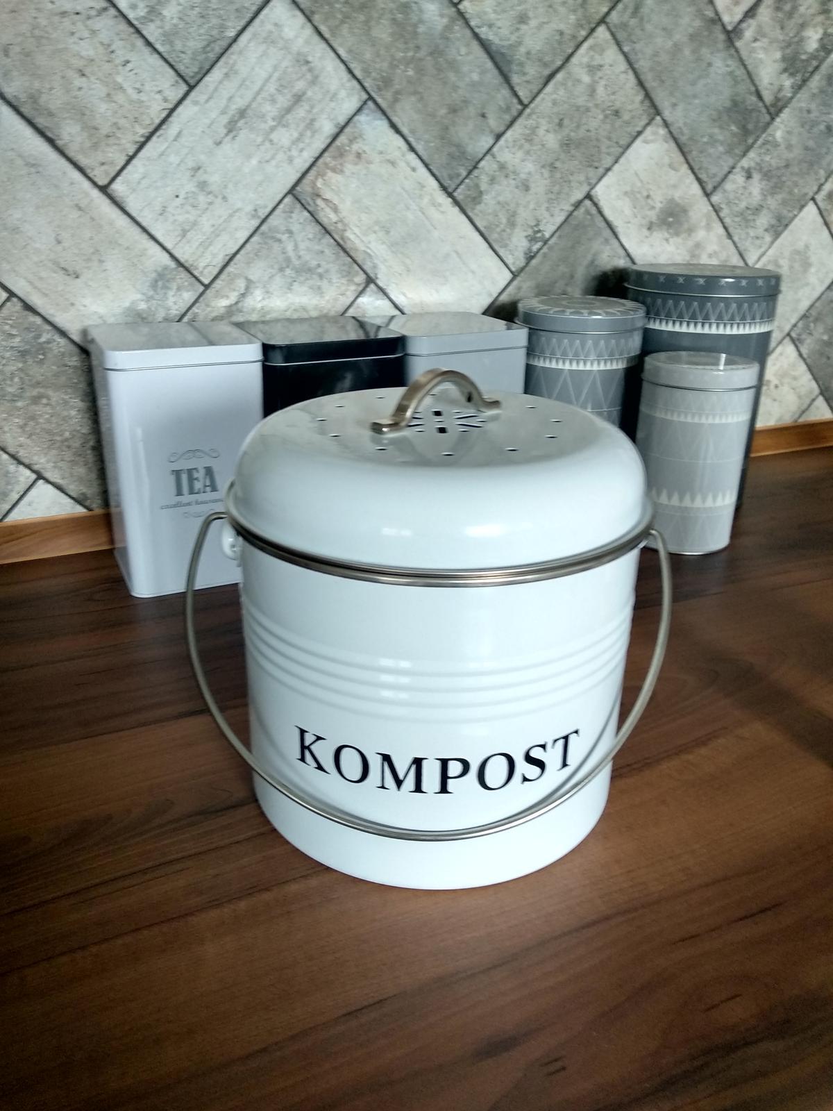 Náš domov :) - Veľmi šikovný pomocník konečne mám miesto na kompost 😉