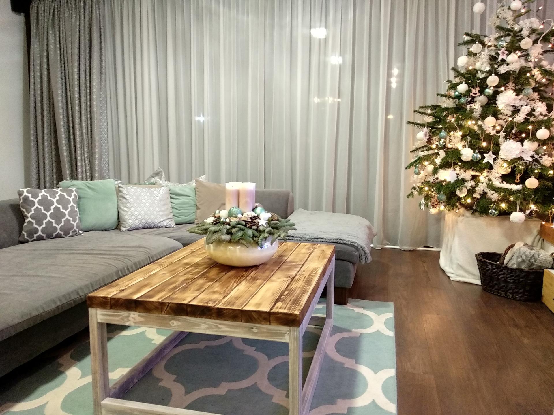 Náš domov :) - Manžel vyrobil stôl konferenčný rok sme mali z ikei za 6€🙈