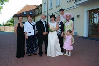 moji rodicia s krsnou Gitkou a rodinka...