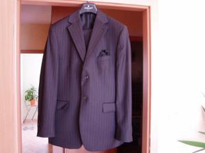 ženichův nový oblek