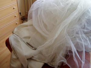takhhle dopadli svatební šaty po náročném dni