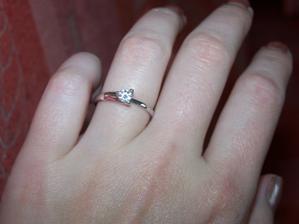 můj krásný zásnubní prstýnek