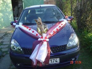 nazdobené auto nevěsty i s Aginkou :-)