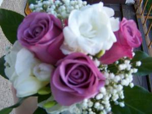 ..tak nevím, zda si je objednat na svatbu, i když to není ta má fialová:-(...pardon za kvalitu fotku