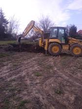 za 25 min vykopane korene po agačovej aleji
