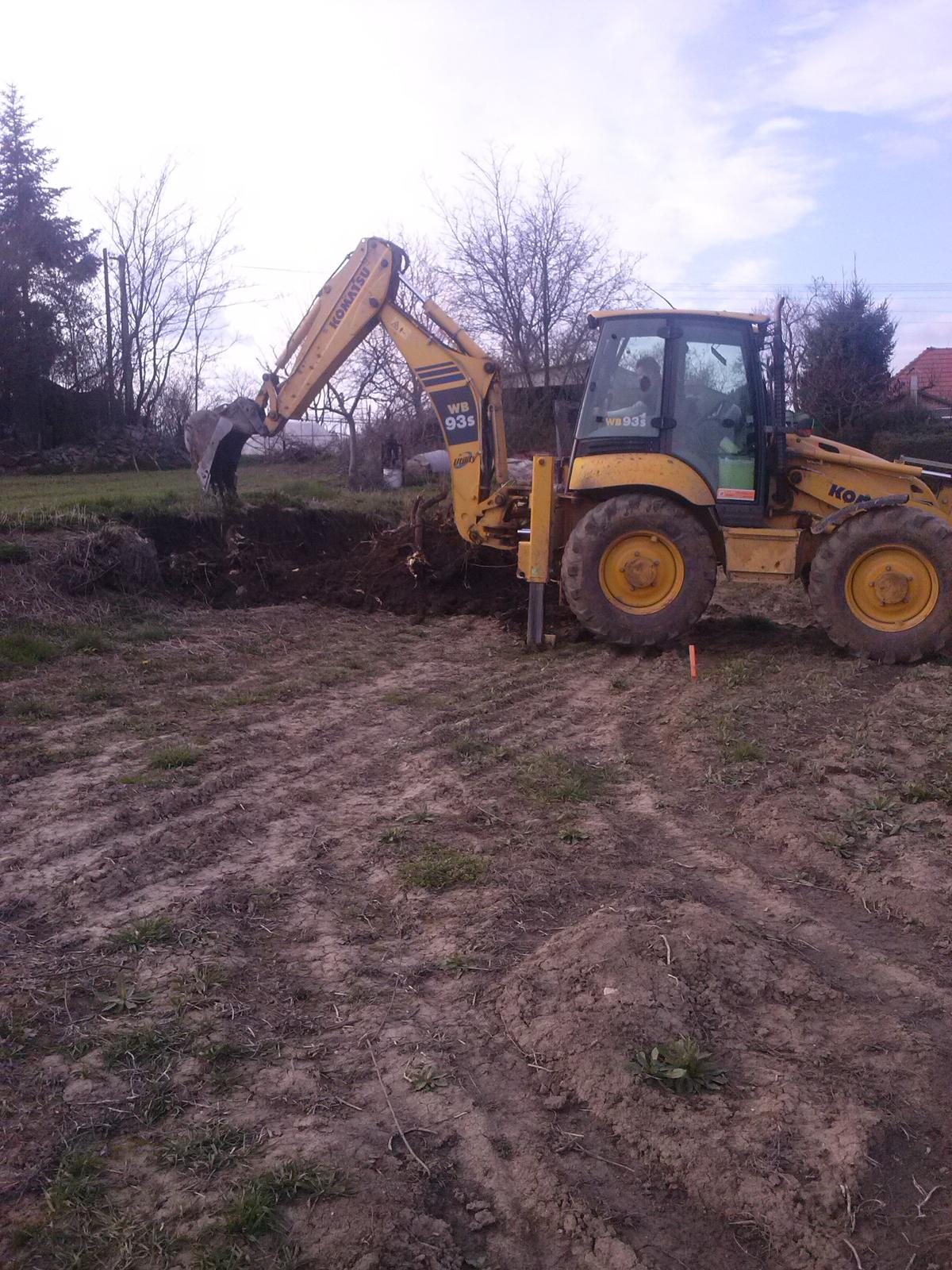 Vitajte u mňa :) - za 25 min vykopane korene po agačovej aleji