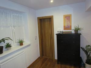 Predsieň a dvere do kúpelky
