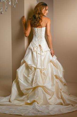 Svatební šaty, obleky, účesy a kytice - ebay - favoritky č.1 - zezadu