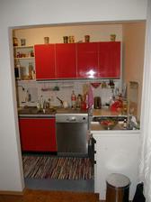 dočasna kuchyna po nasich, kym neprerobime, nema zmysel davat robit novu, tu stenu vyburame az po spajzu