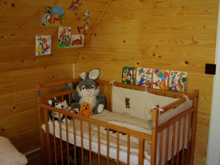 Nas druhy domov :D - ked este maly spaval v postielke mali sme zlozenu aj chaluparsku :) je tam proste vsetko :)))