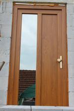 vchodove dvere, konečne neplieska plachta :)