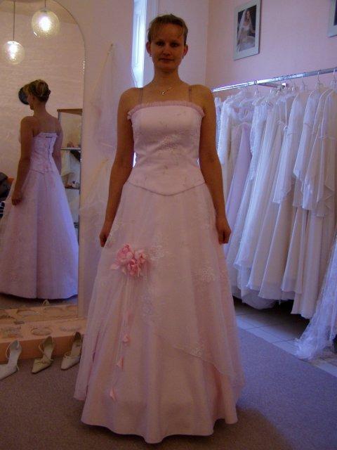 Tak takto to začína... - tu  je ešte ružovejšia verzia, nádherná sukňa :)