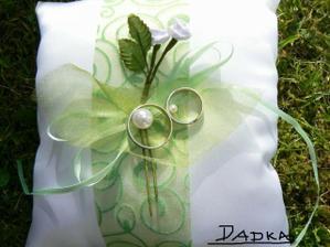 Polštářek a prstýnky, opět v zelené...