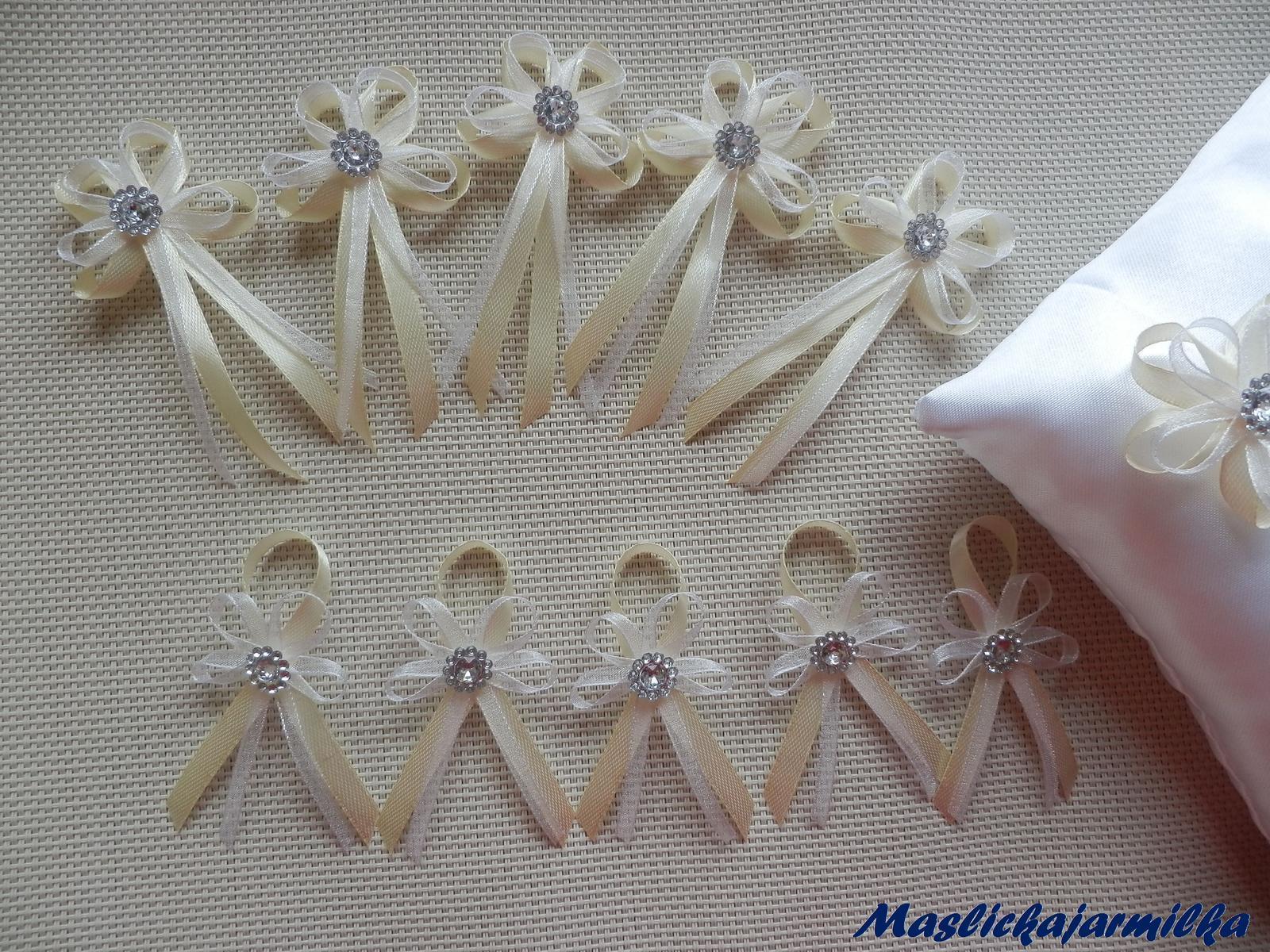Svatební vývazky, podvazky, polštářky pod prstýnky, náramky.. - Obrázek č. 1