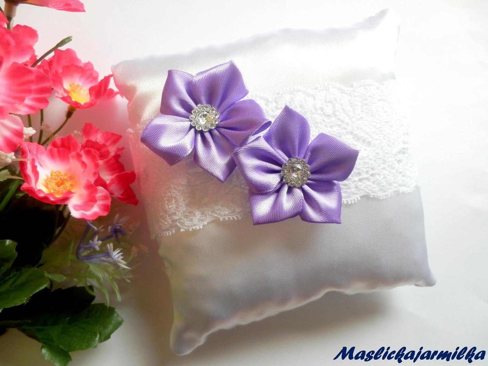 Svatební vývazky, podvazky, polštářky pod prstýnky, náramky.. - Obrázek č. 5