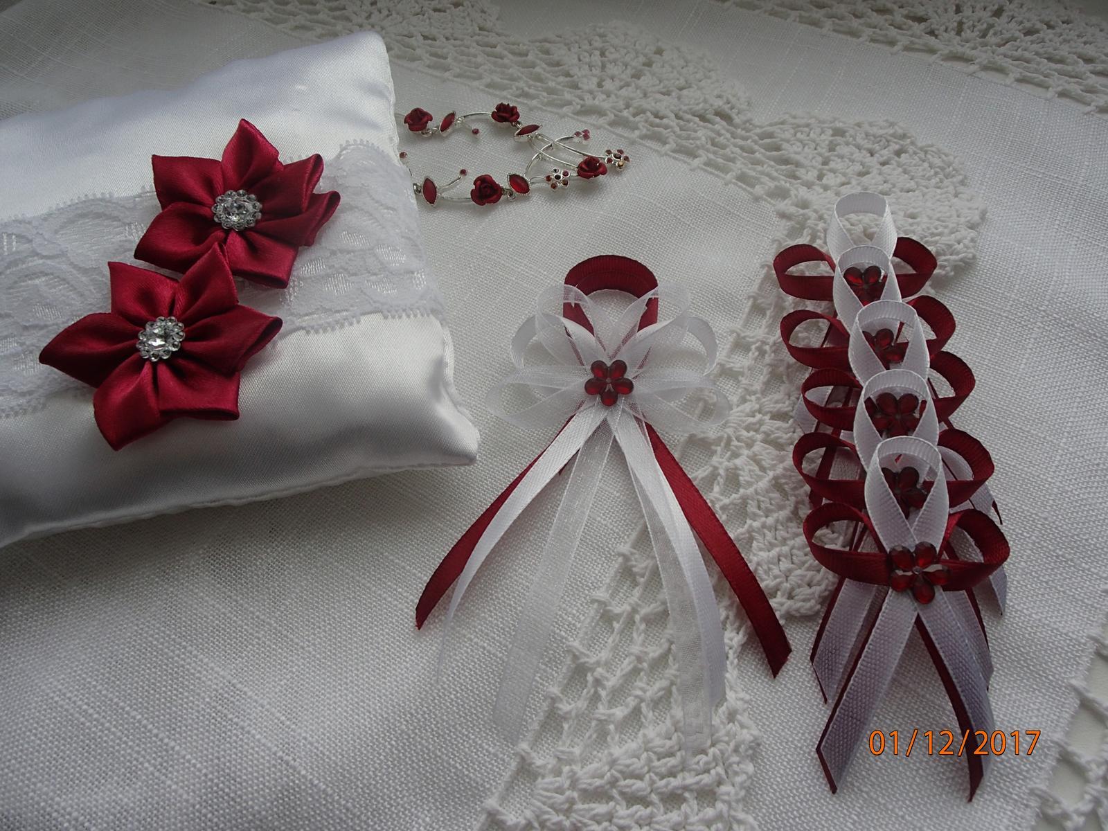 Svatební vývazky, podvazky, polštářky pod prstýnky, náramky.. - Obrázek č. 21