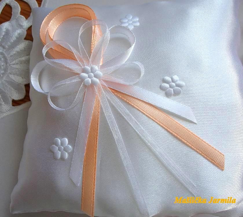 Svatební vývazky, podvazky, polštářky pod prstýnky, náramky.. - Obrázek č. 29