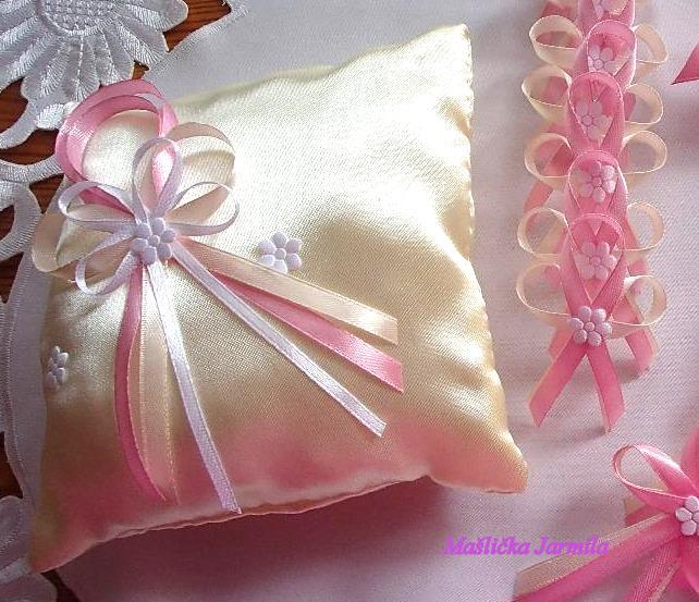 Svatební vývazky, podvazky, polštářky pod prstýnky, náramky.. - Obrázek č. 24
