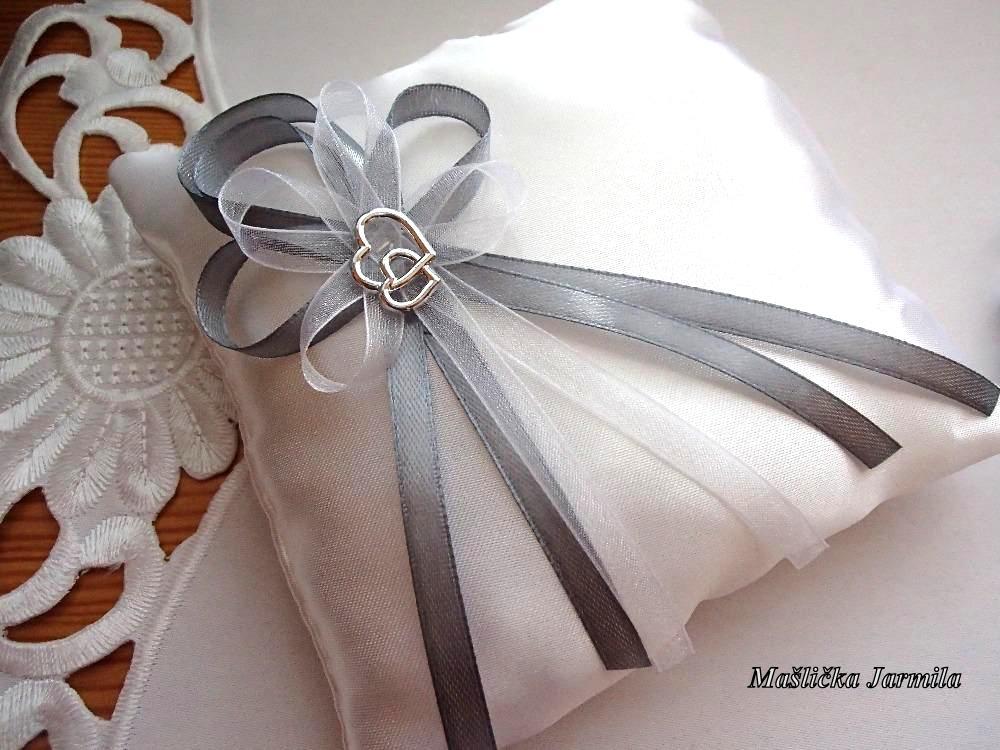 Svatební vývazky, podvazky, polštářky pod prstýnky, náramky.. - Obrázek č. 64