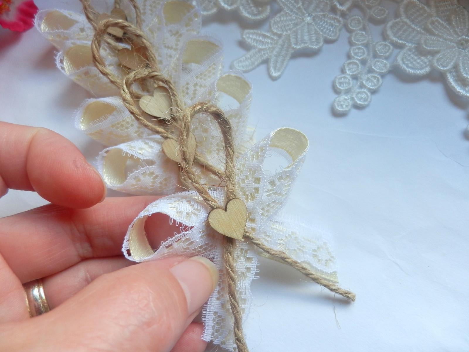 Svatební vývazky, podvazky, polštářky pod prstýnky, náramky.. - Obrázek č. 88
