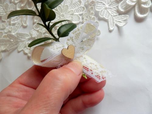 Svatební vývazky, podvazky, polštářky pod prstýnky, náramky.. - Obrázek č. 23