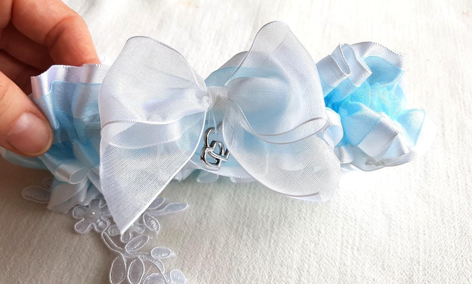 Svatební vývazky, podvazky, polštářky pod prstýnky, náramky.. - Obrázek č. 77