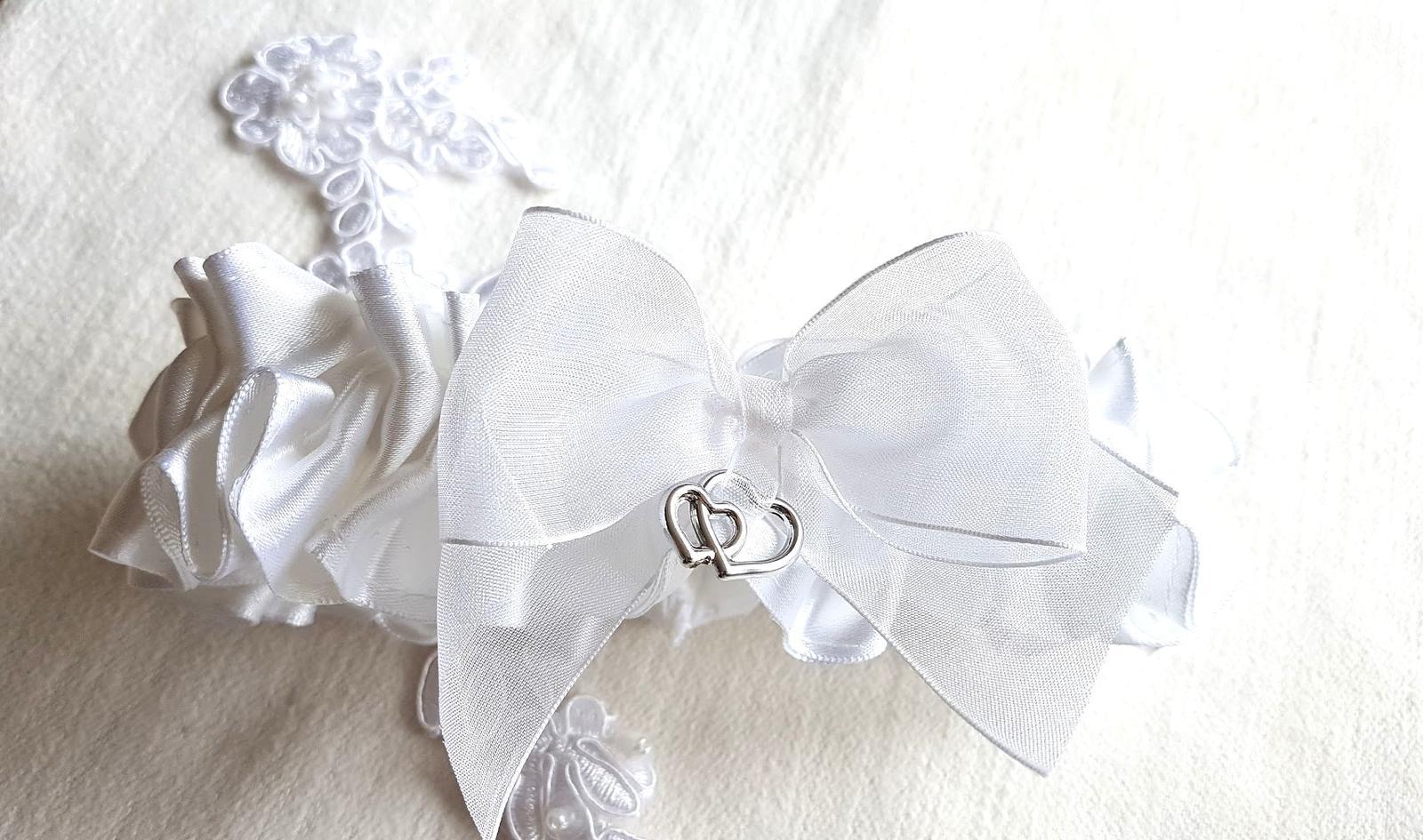 Svatební vývazky, podvazky, polštářky pod prstýnky, náramky.. - Obrázek č. 105
