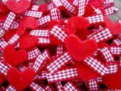 Červené srdíčkové mašličky,