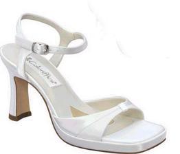potřebuju botičky na vysokém podpatku, ty se mi líbí....potom jsem spíše pokukovala po menším podpatku-nevím,jak sejdu bez pomoci šílené schody v zahradě....ale protože mám šampaň šaty,mám doma hodně podobné botičky - je po problému!
