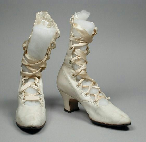 Naše dobová viktoriánská  svatba - Pokud vše dobře dopadne tak podobné botičky budu mít ❤