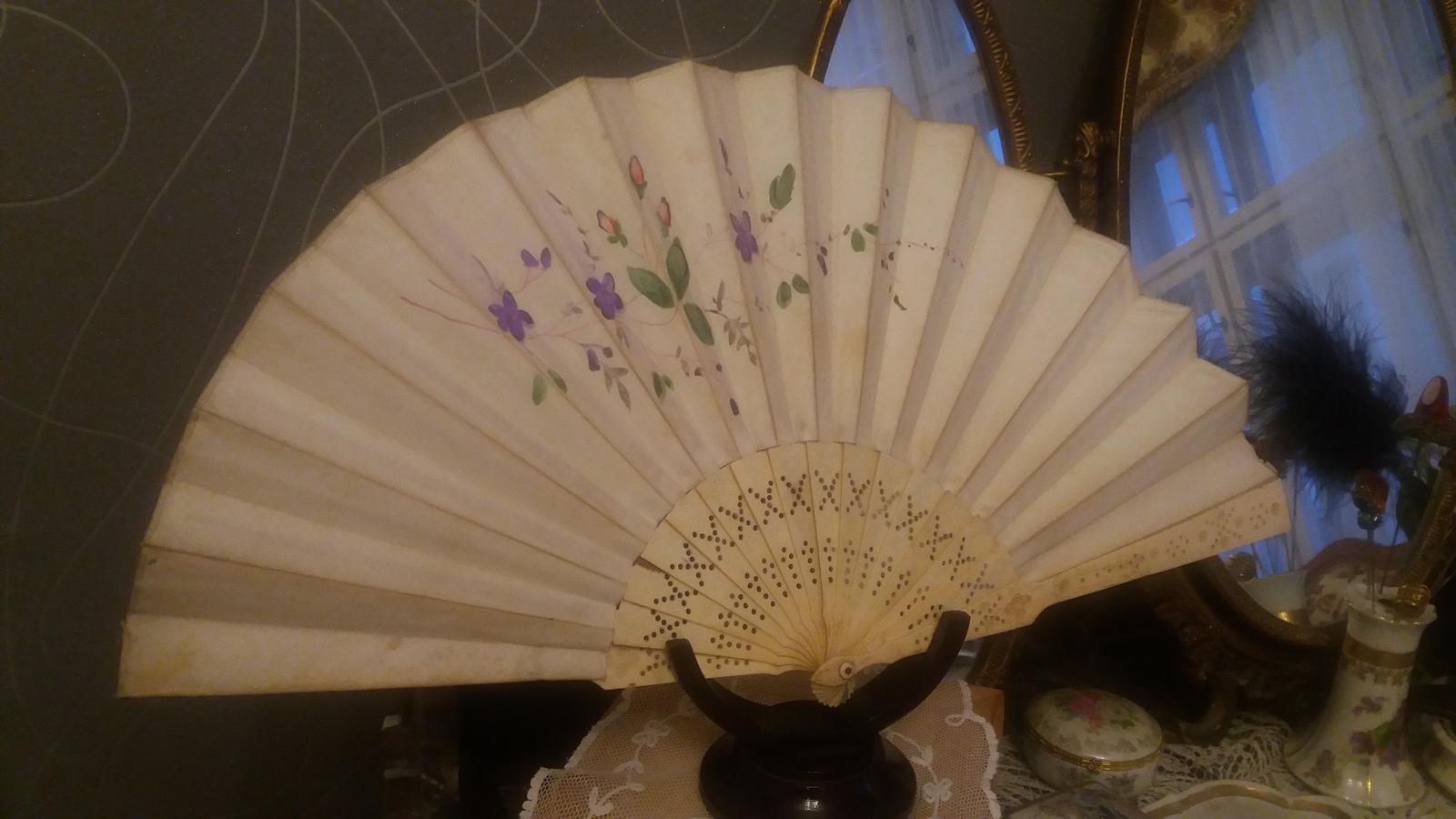 Naše dobová viktoriánská  svatba - Můj svatební kostěný vějíř