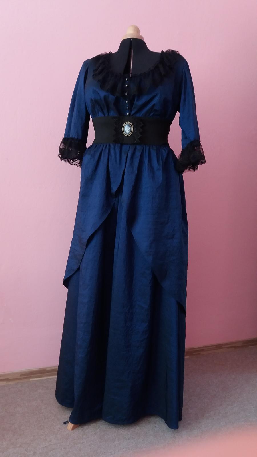 Naše dobová viktoriánská  svatba - Maminčiny šaty už jsou hotové, už jen fascinátor dodělám