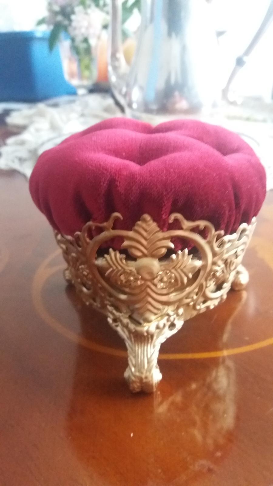 """Naše dobová viktoriánská  svatba - """"polštářek na prstýnky"""" :) mnou dělaný. miluji ho"""
