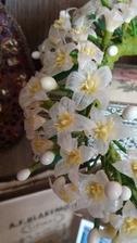 Voskové  květy uz jsou hotove a spletené do korunky 😊