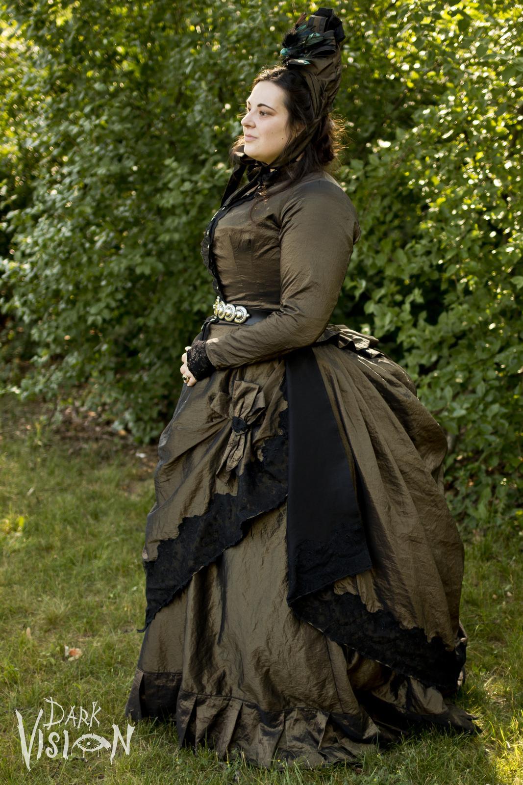 Naše dobová viktoriánská  svatba - Nedávný trénink na svatební šaty...