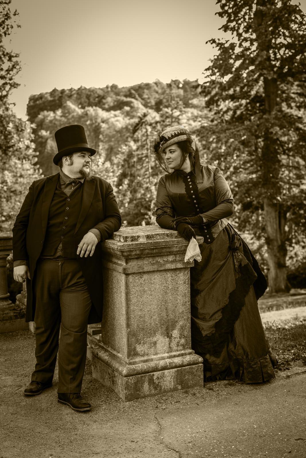 Naše dobová viktoriánská  svatba - Dámy,  které čtete a sledujete co přidávám,  v krátké zprávě  jsem popsala poslední cca týden. Tak se můžete pobavit a třeba i zasmát nad starostmi, bláznivé historické svatby :)