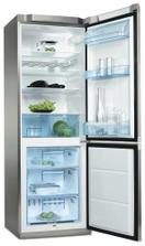 lednice Electrolux už stojí na svém místě a pracuje jak má