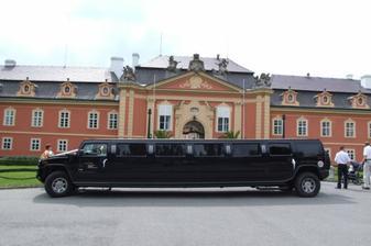 do zámku vjet opravdu nemohlo, bylo moc velikééé :-)