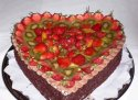 dortíky jsme chtěli dva, samozřejmě svatební a pak ovocné srdce