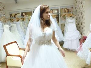 2. šaty: Už lepší, aleee....