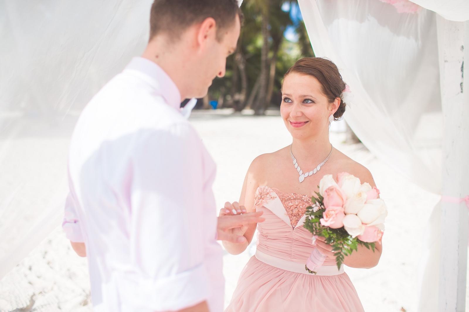 Diana{{_AND_}}Patrik - áá výmena obrúúčok, baby užívajte si tento moment, je to fakt niečo kráásne, rýchle a nezabudnuteľné :)