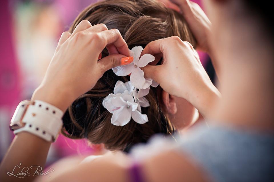 ♥Veronika{{_AND_}}Maťo♥ - A už len kvietky do vlasov :-)