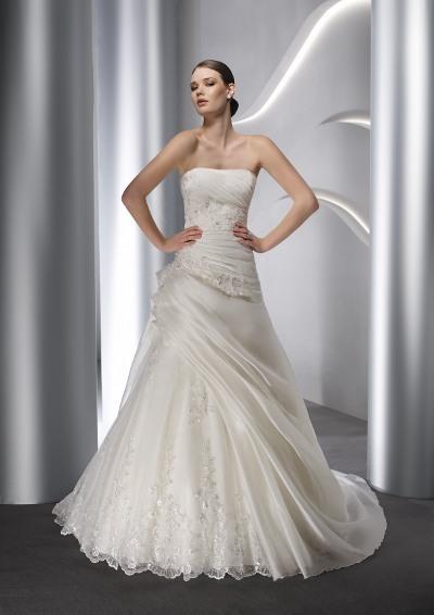 Výprodej svatebních šatů - Elianna Moore 1148, bílá 38 - 40, cena 6.000 Kč